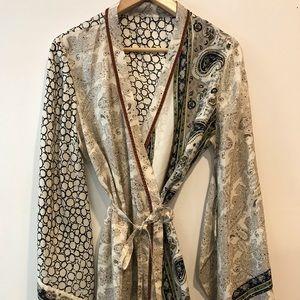 BCBG 100% Silk kimono unique pattern